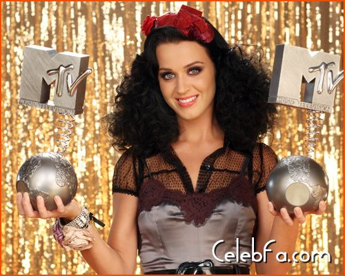 katy-perry-MTV Europe Awards-celebfa-com (3)
