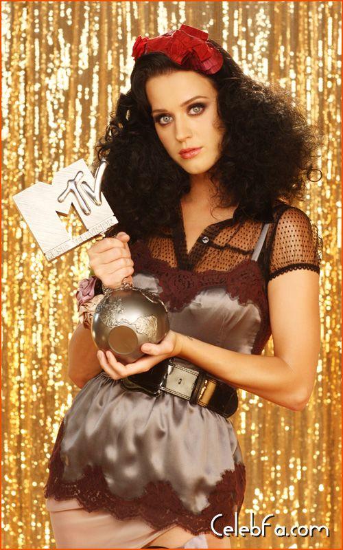 katy-perry-MTV Europe Awards-celebfa-com (5)
