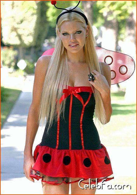 Sophie-Monk-Halloween-celebfa-com