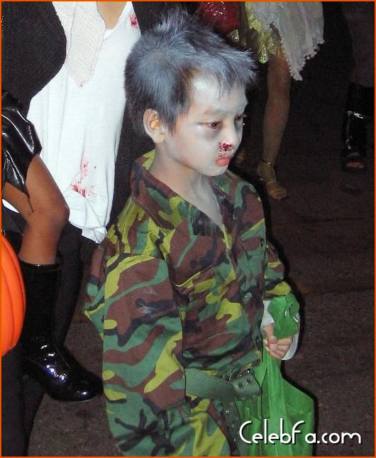 Angelina Jolie Brad Pitt Halloween celebfa-com (2)