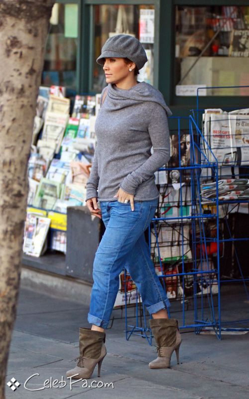 عکس سوپر جنیفر لوپز http://celebfa2.wordpress.com/2009/11/29/jennifer-lopez-out-at-the-local-bookstore/