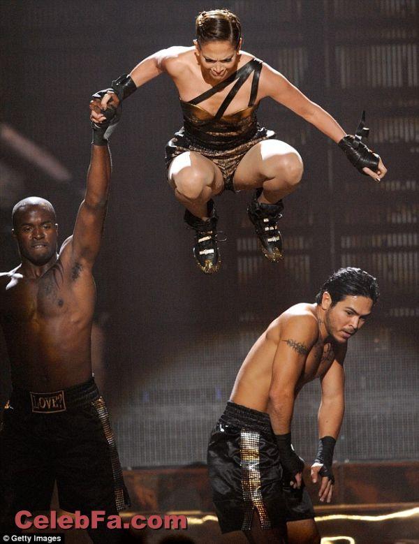 زمین خوردن جنیفر لوپز هنگام اجرا در مراسم اهدا جوایز موسیقی آمریکا American Music Awards 2009 http://dast2dast.blogsky.com/