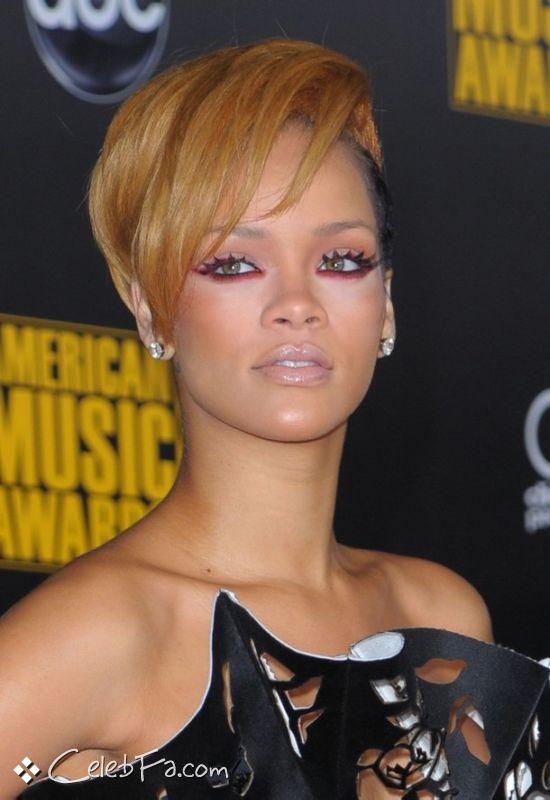 عکس های ریحانا در فرش قرمز اهدا جوایز موسیقی آمریکا American Music Awards 2009 http://dast2dast.blogsky.com/