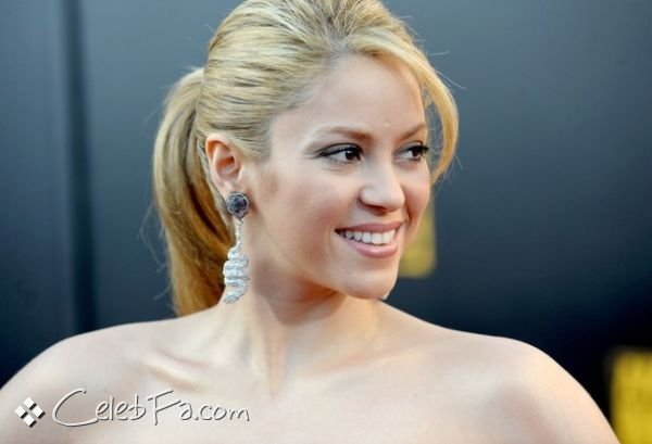 عکس لخت شکیرا http://celebfa6.wordpress.com/2009/11/23/shakira-american-music-awards-2009/