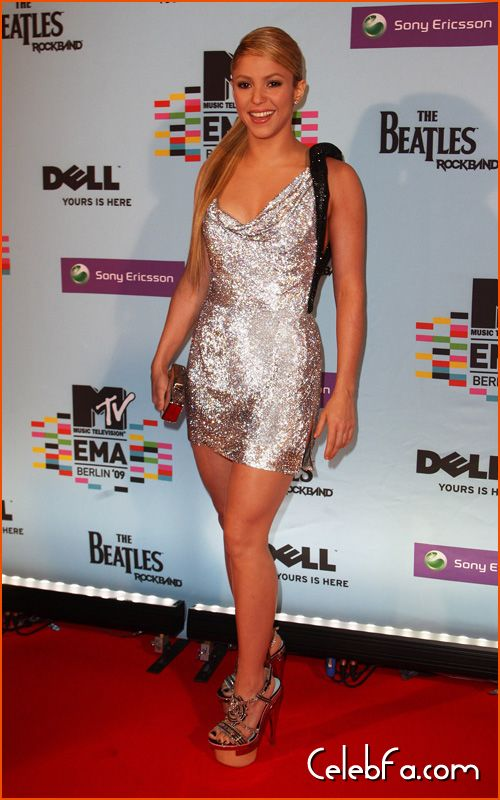 عکس لخت شکیرا http://celebfa6.wordpress.com/2009/11/07/shakira-red-carpet-2009-mtv-europe-music-awards/