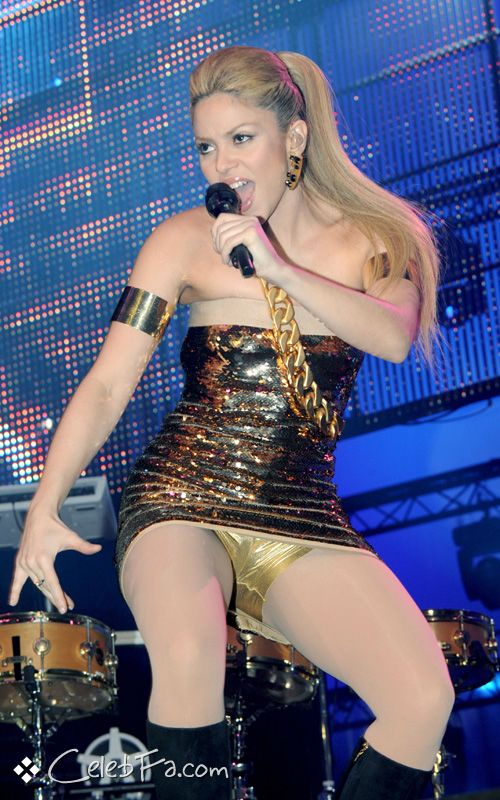 عکس لخت شکیرا http://celebfa2.wordpress.com/2009/12/01/shakira-performing-in-paris/