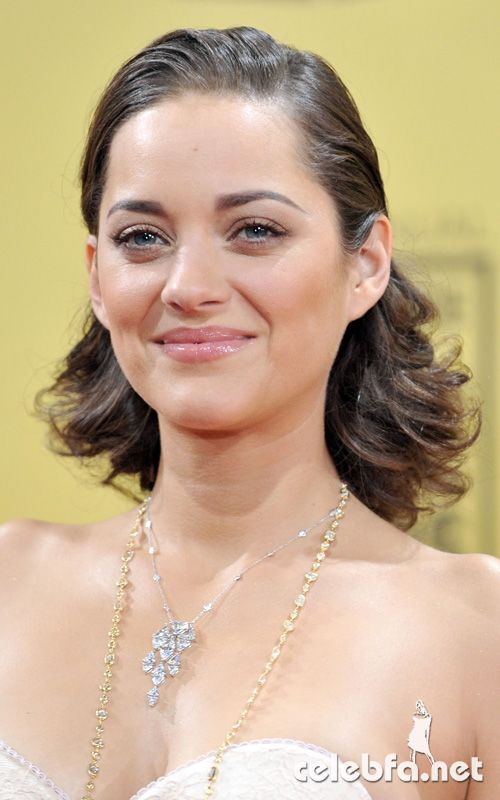 سایت عکس کس http://celebfa.com/2010/01/16/marion-cotillard-at-2010-critics-choice-awards/