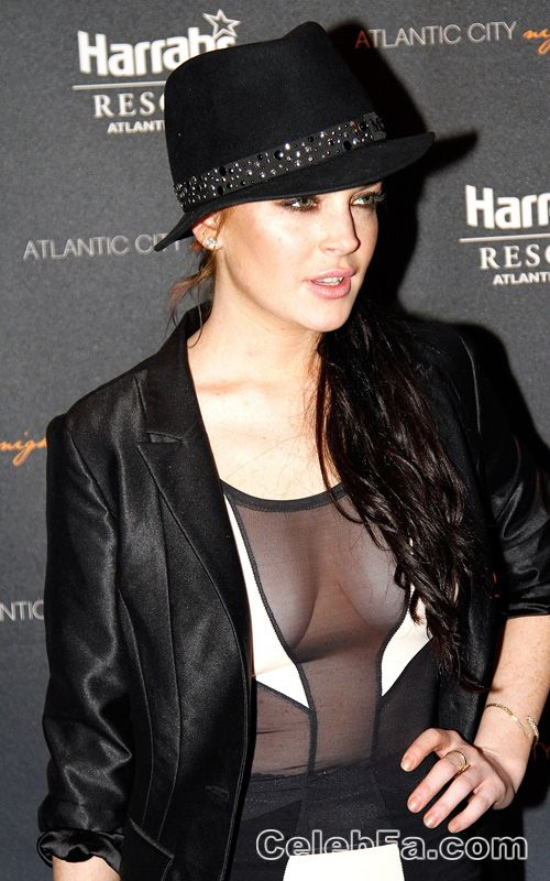 عکس لختی هالیوود http://celebfa.com/2010/02/22/lindsay-lohan-at-the-pool-in-harrahs-atlantic-city/