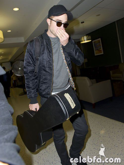 rob-pattinson-122212- (7)