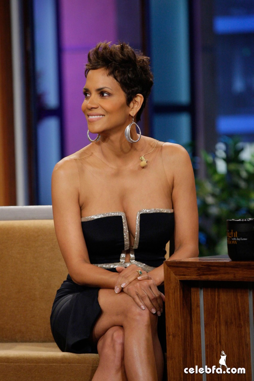 HALLE-BERRY-at-The-Tonight-Show-with-Jay-Leno-CelebFa (1)