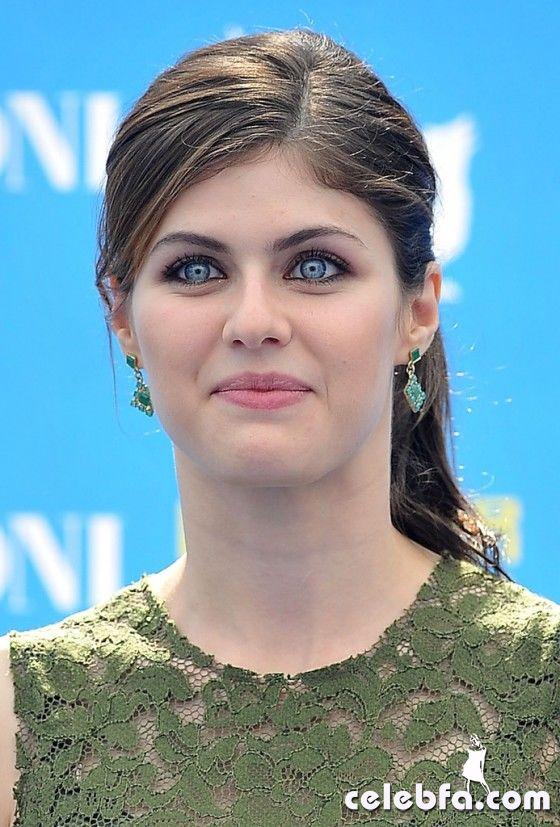 Alexandra-Daddario---Giffoni-2013--09-560x827_celebf