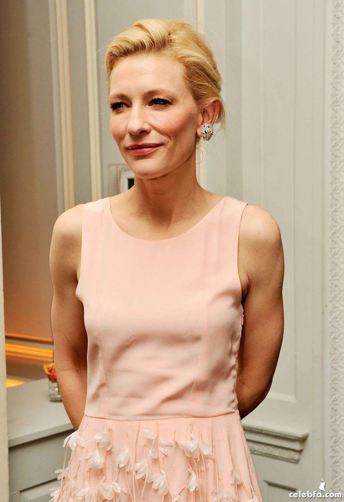Cate-Blanchett-attends-the-Blue-Jasmine-Premiere--07_celebf