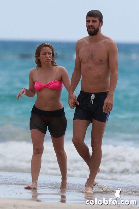 Shakira-in-bikini--12-560x840_celebf