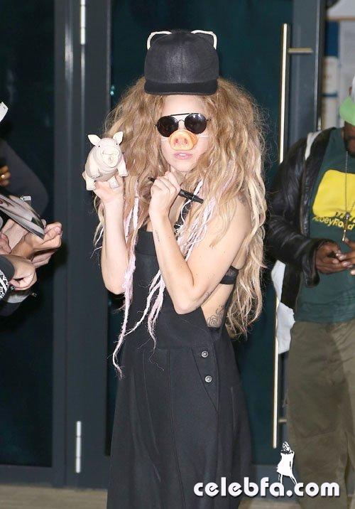 FFN_Gaga_Lady_FLYUK_08301_51194170