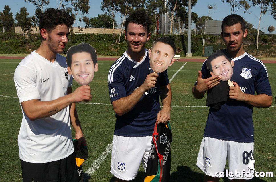 jonas_brothers_charity_soccer_celebf