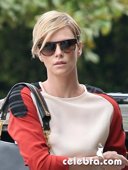 Charlize+Theron+Jackson+Fashion+Forward+Hollywood+ag5MzcoEZT6l