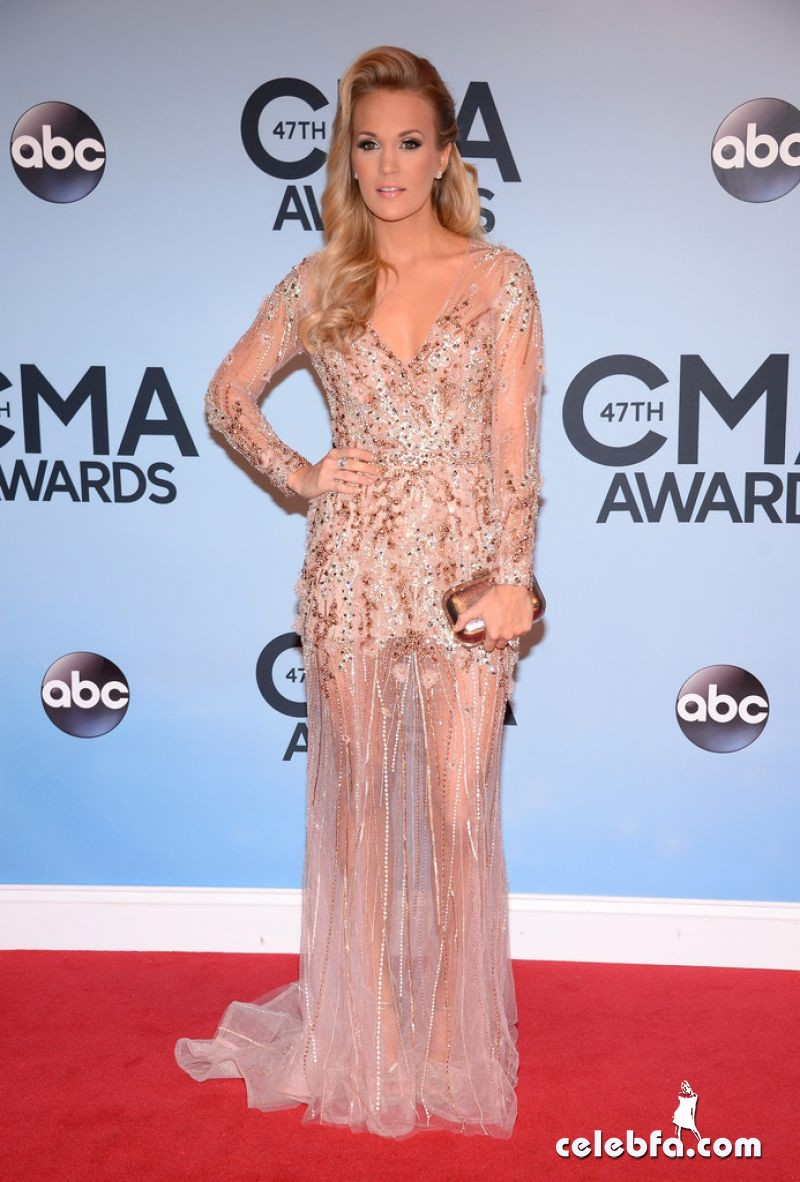 carrie-underwood-CMA Awards 2013-CelebFa (1)