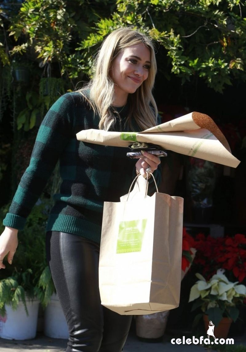 hilary-duff-thanksgiving-day-CelebFa (1)