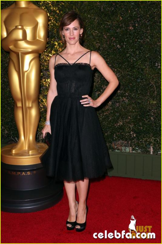 jennifer-garner-governors-awards-2013-red-carpet-01