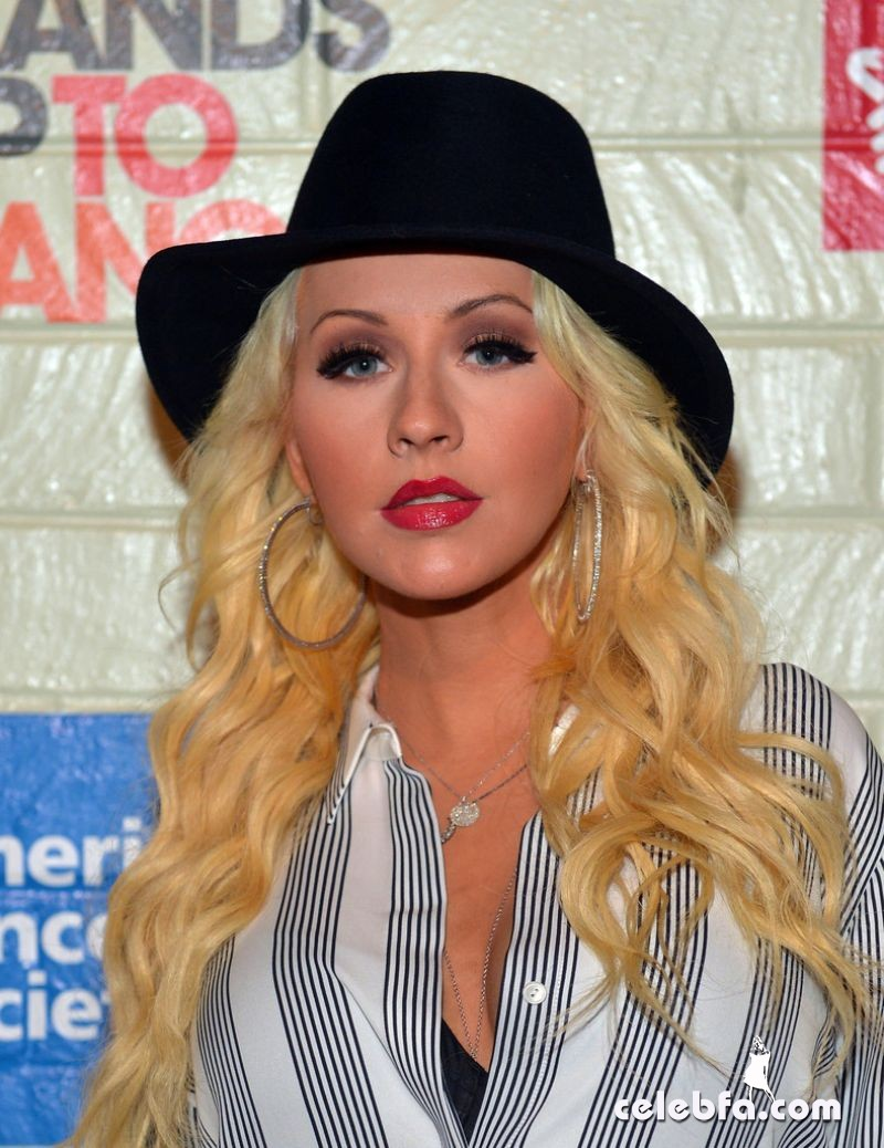 christina-aguilera-at-hollywood-stands-up-to-cancer-event_CelebFa (1)
