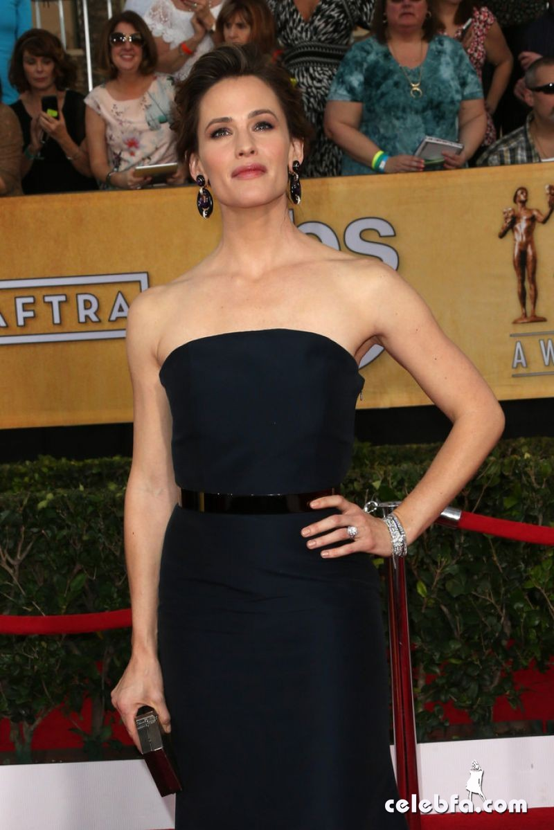 jennifer-garner-at-2014-sag-awards-CelebFa (1)