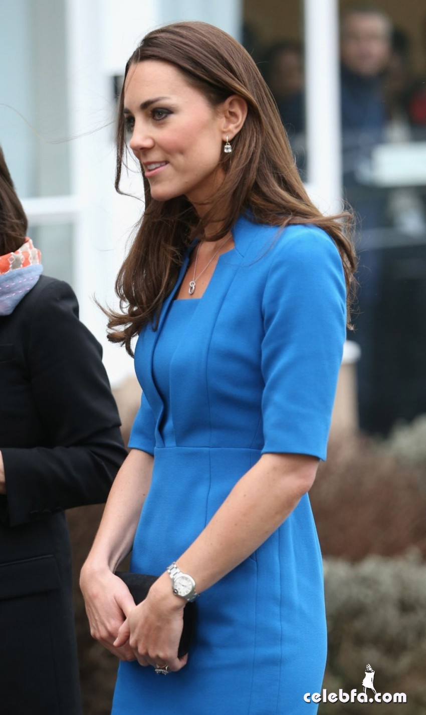 kate-middleton-at-icap-art-room-opening-CelebFa (1)
