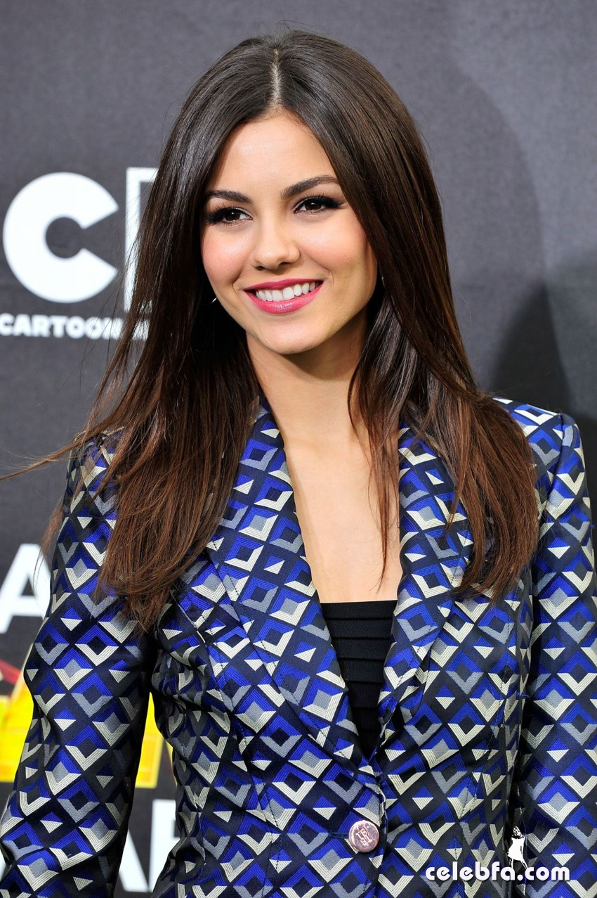 victoria-justice-hall-of-game-awards-CelebFa (1)