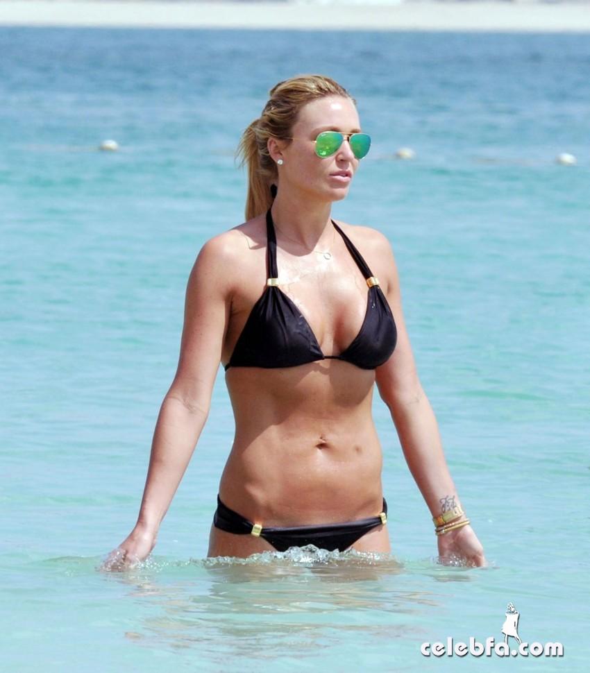 alex-gerrard-in-a-bikini-in-dubai_CelebFa (1)