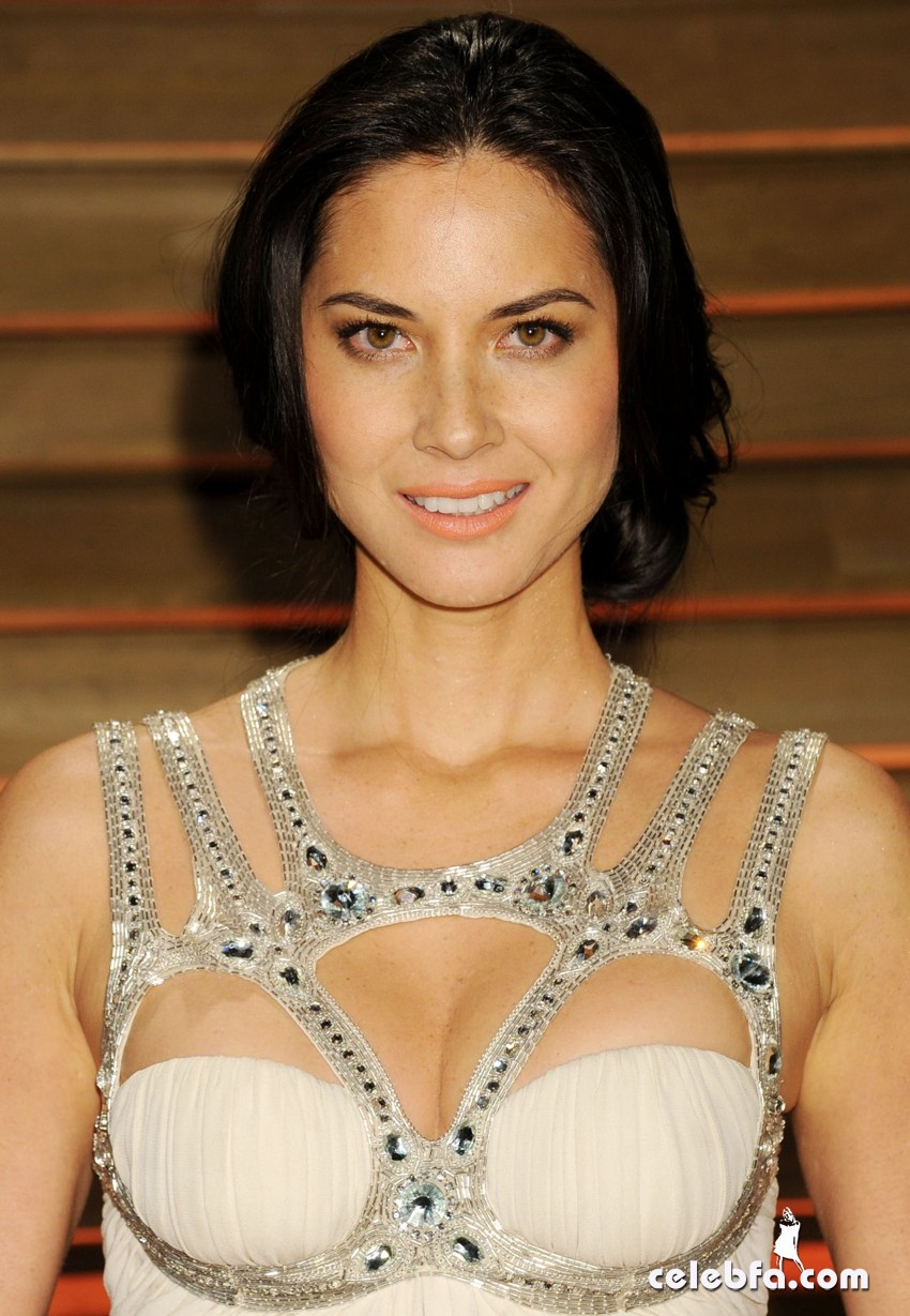 olivia-munn-2014-vanity-fair-oscars-party-CelebFa (1)
