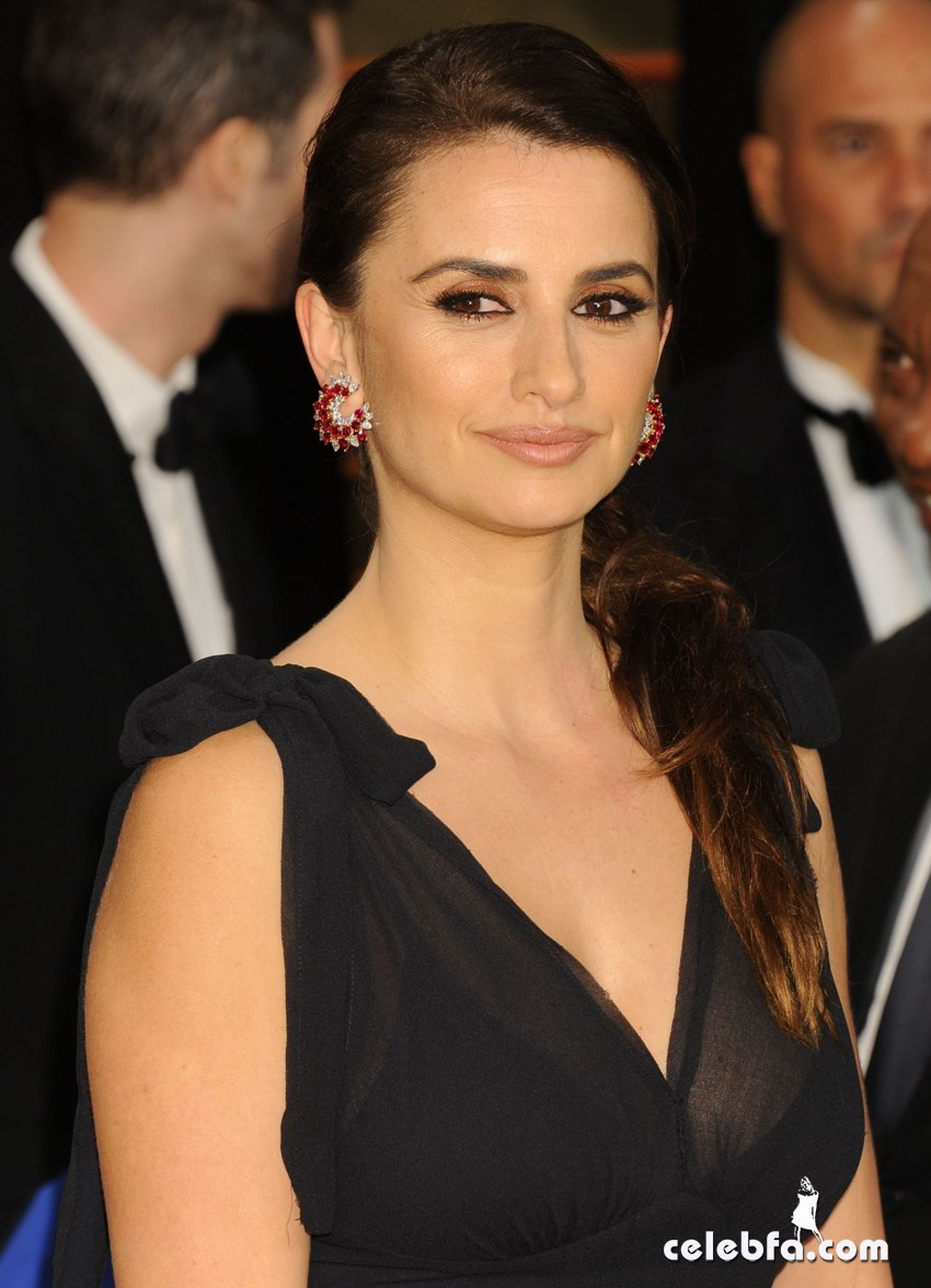 penelope-cruz-2014-vanity-fair-oscar-party_CelebFa (1)