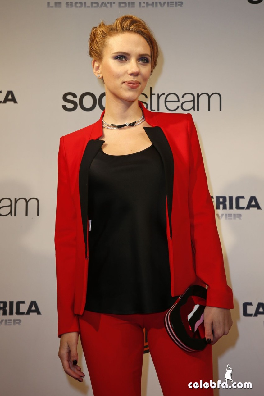 scarlett-johansson-captain-america-the-winter-soldier-premiere-CelebFa (1)