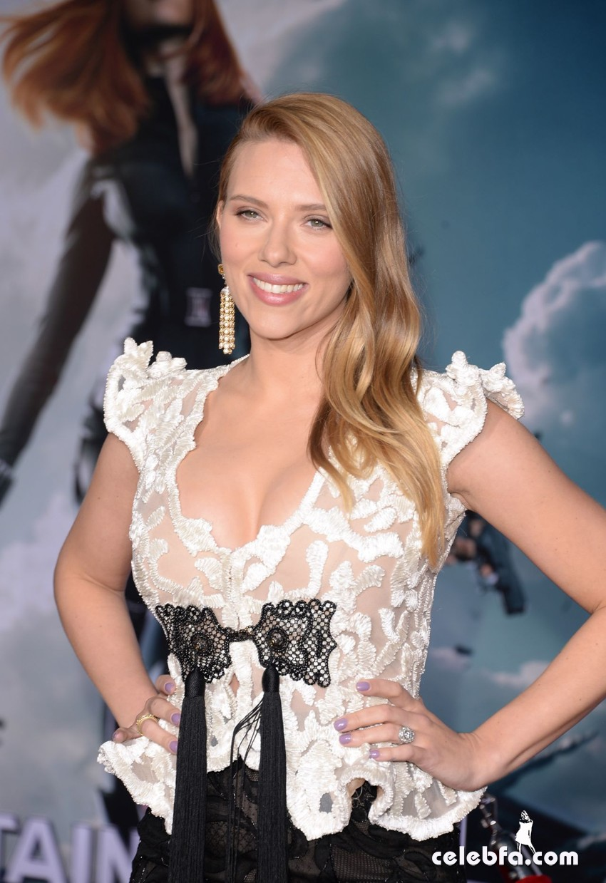 scarlett-johansson-captain-america-the-winter-soldier-premiere-in-hollywood_CelebFa (1)