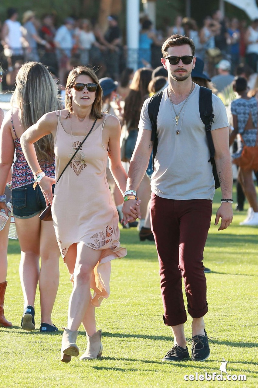 ashley-greene-in-coachella_CelebFa (1)