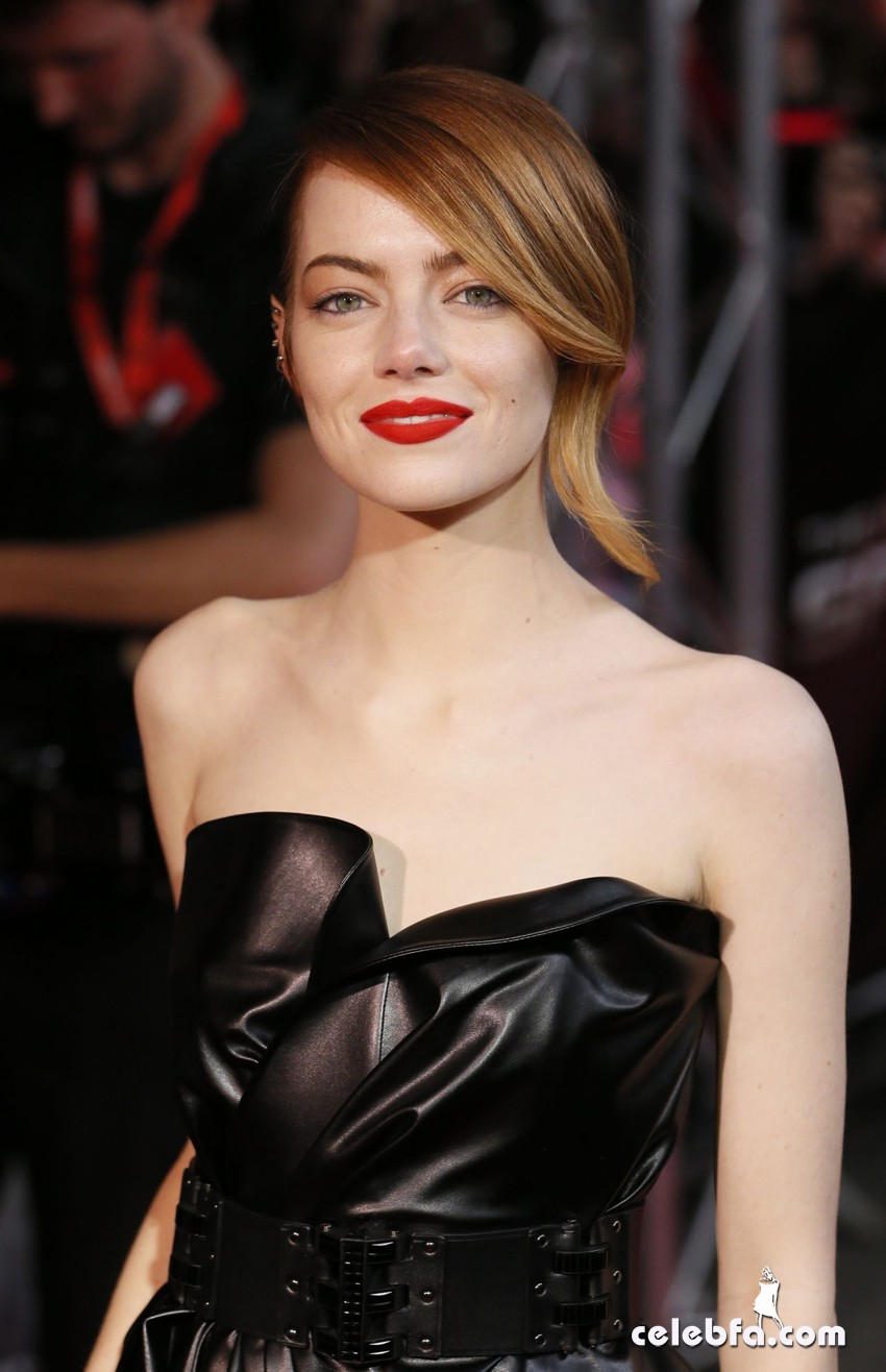 emma-stone-spider-man-2-premiere-in-paris_CelebFa (1)