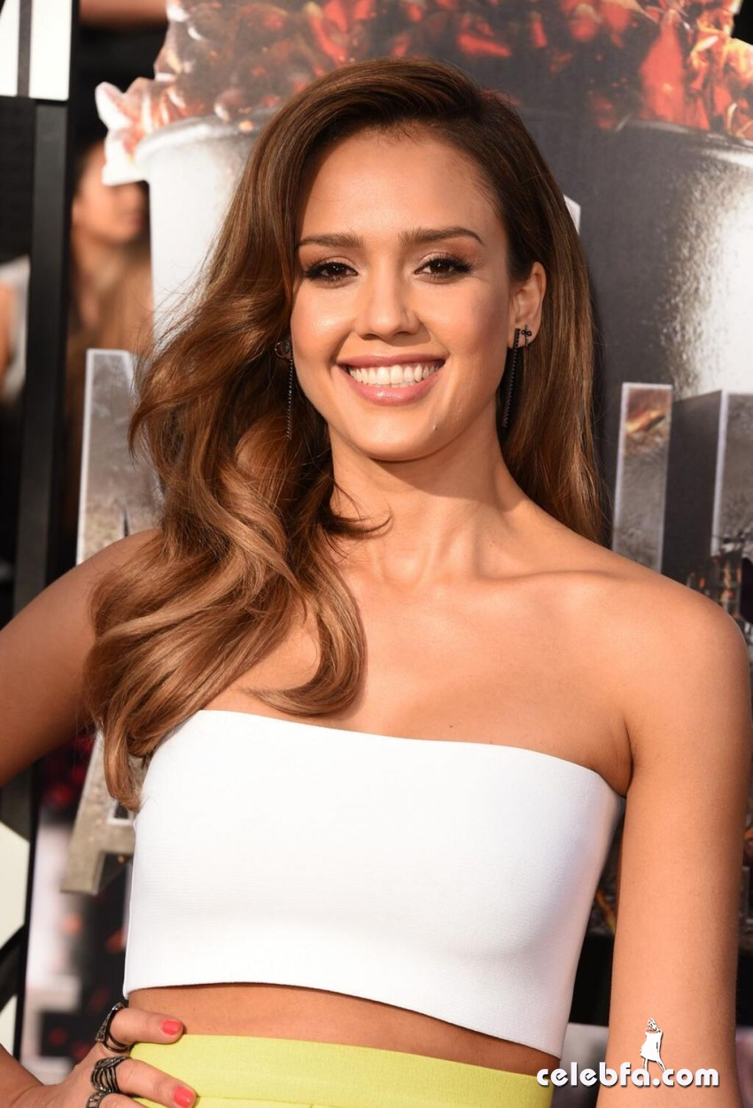 jessica-alba-at-mtv-movie-awards-2014-CelebFa (1)