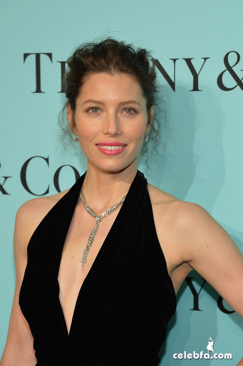 jessica-biel-at-tiffany-debut-of-2014-blue-book-in-new-york_CelebFa (1)