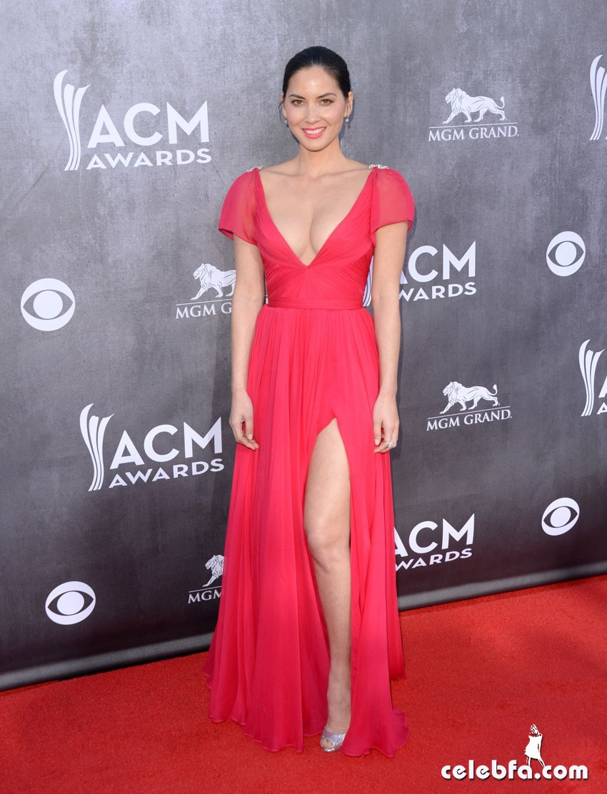olivia-munn-2014-academy-of-country-music-awards_CelebFa (1)