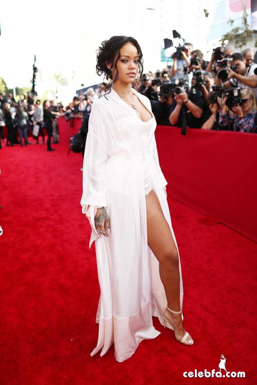 rihanna-at-mtv-movie-awards-2014-CelebFa (1)