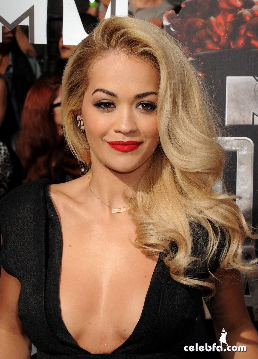 rita-ora-at-mtv-movie-awards-2014-CelebFa (1)