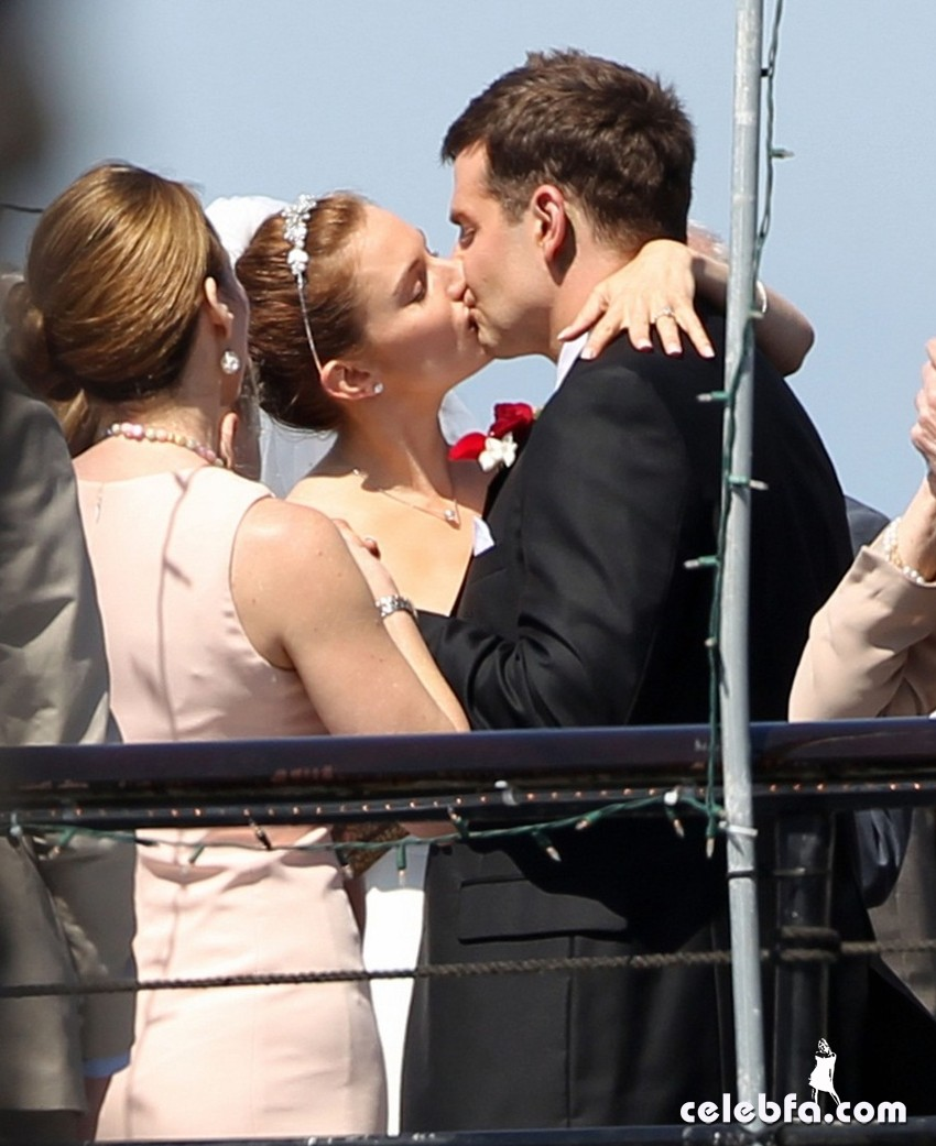 bradley-cooper-sienna-miller-just-got-married-CelebFa (1)