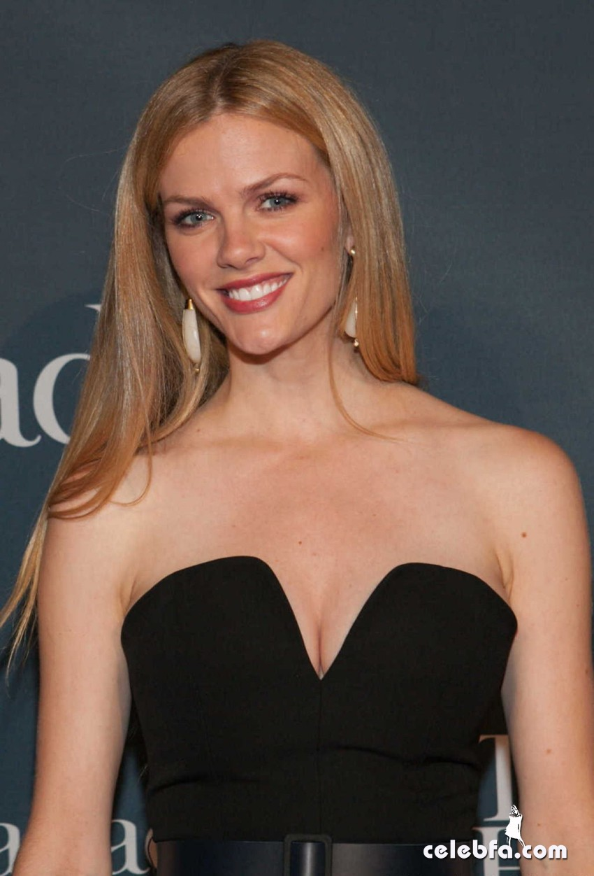 brooklyn-decker-2014-white-house-correspondents-association-dinner-CelebFa (1)