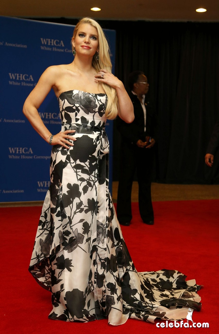 jessica-simpson-2014-white-house-correspondents-dinner-CelebFa (1)