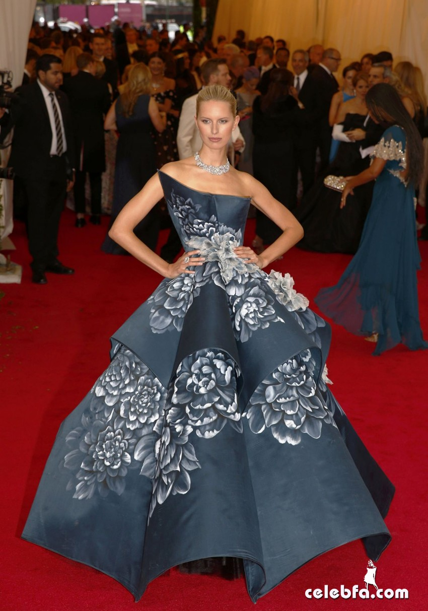 karolina-kurkova-at-met-gala-2014-in-new-york_CelebFa (1)