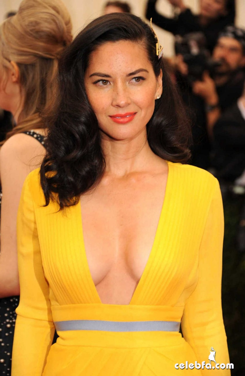 olivia-munn-at-met-gala-2014-in-ney-york_CelebFa (1)