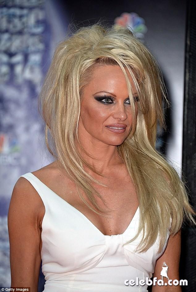 Pamela-Anderson (1)