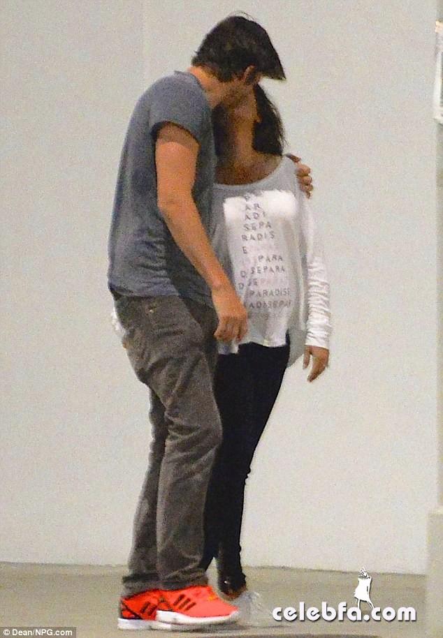 Pregnant-Mila-Kunis-Ashton-Kutcher (1)