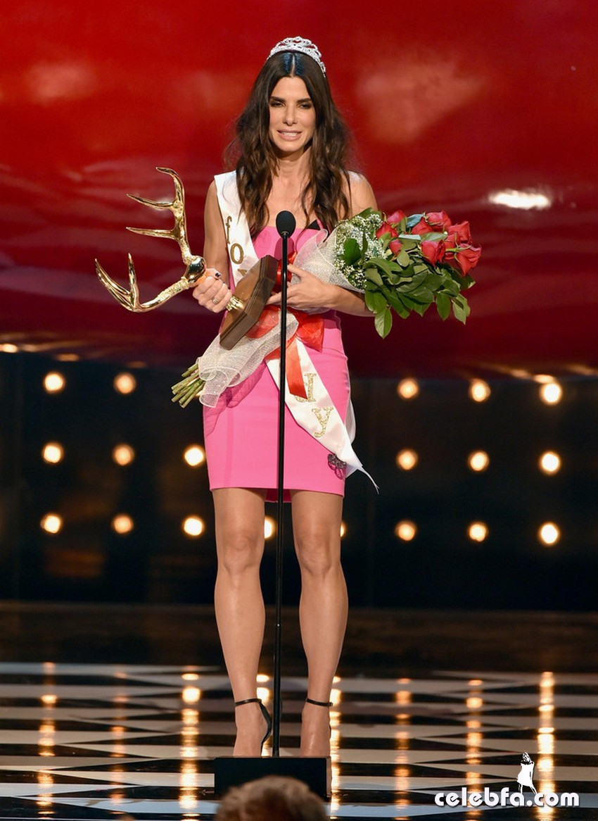 Sandra Bullock - Spike TV's Guys Choice 2014 -CelebFa (1)