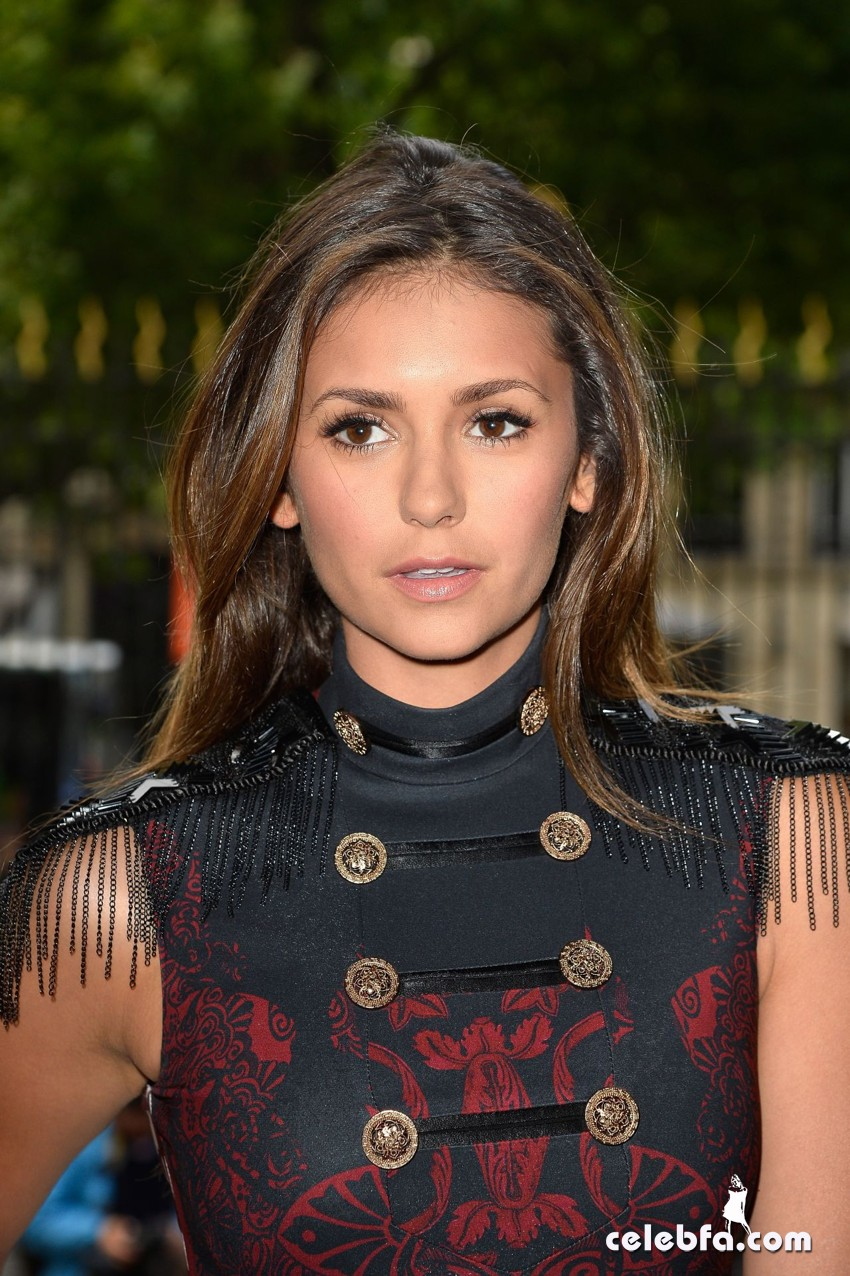 nina-dobrev-versace-show-paris-fashion-week (1)