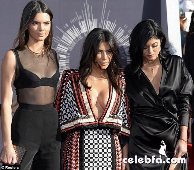Kim-Kardashian-sisters-Kendall-Kylie-Jenner (1)