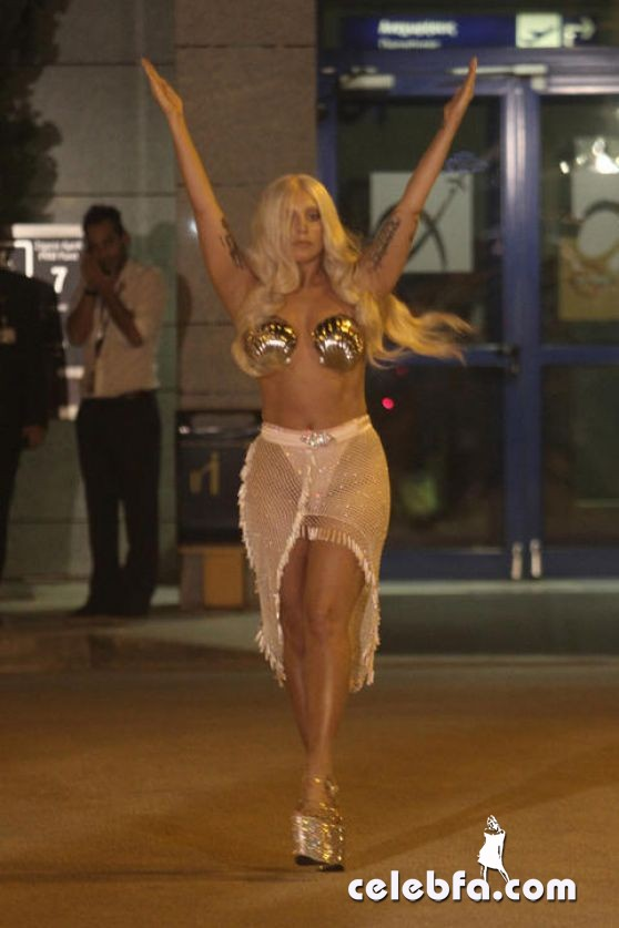 lady-gaga-arrived-at-the-athens-international-airport (1)